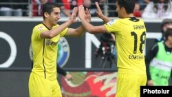 Germany - Borussia Dortmund's Armenian midfielder Henrikh Mkhitaryan (L) celebrates with Turkish teammate Nuri Sahin after scoring against Eintracht Frankfurt, Frankfurt am Main,1Sep2013.