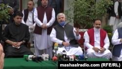 وزبر اعلا محمود خان په سوات کې خبري غونډې پر مهال