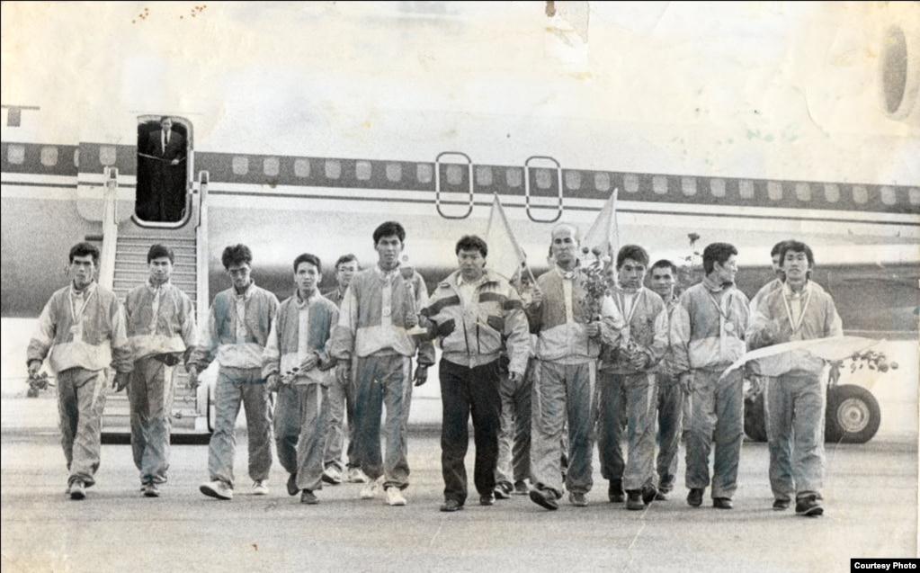 Мұстафа Өзтүріктің шәкірттерімен бірге Түркияда таэквондодан өткен Еуропа чемпионатына қатысып келген кезі. Алматы, 1992 жыл.