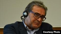 تورج اتابکی، استاد دانشگاه در هلند