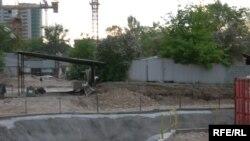 Қайғылы оқиға тіркелген №2 тоннель отряды еншілес мекемесінің құрылыс алаңы. Алматы, 7 мамыр 2009 жыл.