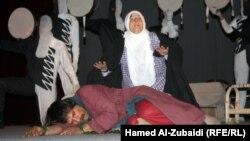 مشهد من مسرحية في الموصل