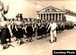 Першамайскі парад фізкультурніц (1955 год). Церлюкевіч — завадатар