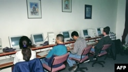 İnternet kafe, arxiv fotosu