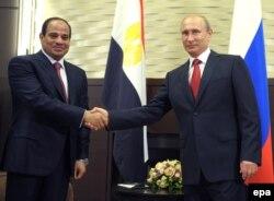 Президент России Владимир Путин и президент Египта Абдель-Фаттах Ас-Сиси (слева). Сочи, 12 августа 2014 года.