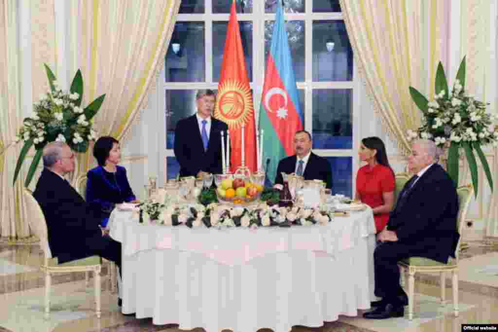 Торжественный банкет в честь президента КР в Баку. 30 марта 2012