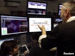 Учные обсуждают данные, полученные одним из четырех детекторов - CMS