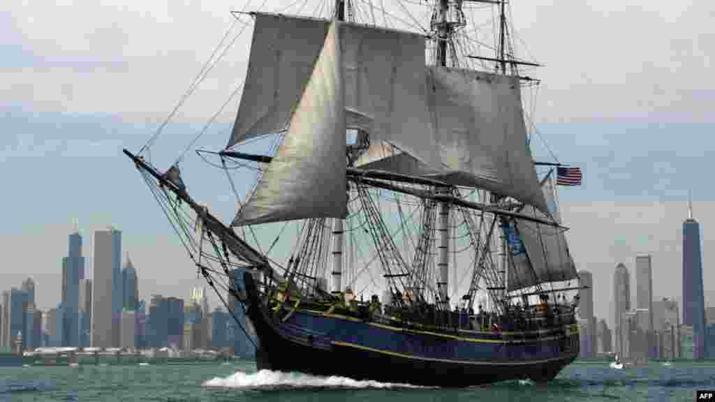 """HMS Bounty"" in a 2003 photo"