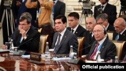 Prezident Berdimuhamedow ŞHG sammitine hormatly myhman hökmünde, prezident Kerimowyň çakylygy bilen geldi.