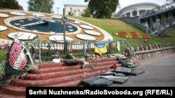 Разрушенный памятник героям Небесной сотни в Киеве, 5 октября 2017 года