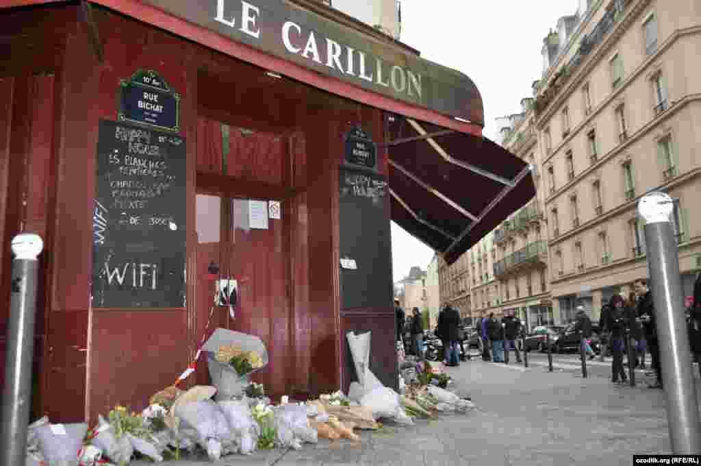 Президент ввел во Франции чрезвычайное положение и объявил трехдневный национальный траур.