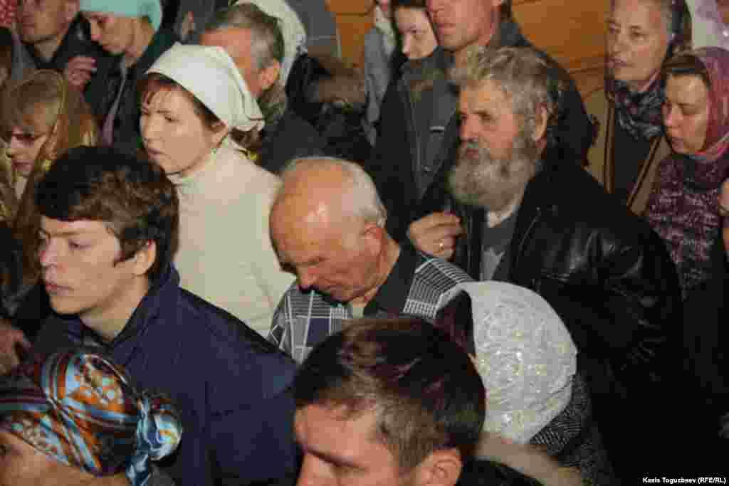 Прихожанев Cвято-Вознесенском соборе.Алматы, 6 января 2013 года.