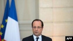 Lajmin për rrëmbimin e turistëve francezë e ka konfirmuar presidenti i Francës, Francois, Hollande.