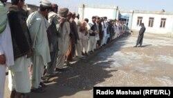 Черга на одній із виборчих дільниць в Афганістані
