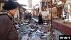 آثار تفجير قنبلة في سوق بمدينة الدورة جنوب بغداد أثناء إحتفالات المسيحيين بعيد الميلاد