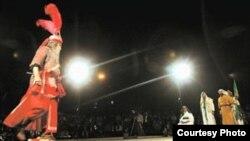 """Творческая группа «Тазийе Ирана» под началом художественного руководителя Сияхкар-заде. [Фото — <a href=""""http://www2.irna.ir/ru/"""" target=_blank>ИРНА</a>]"""