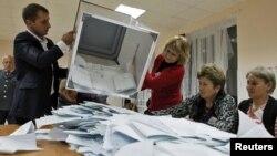 По словам цхинвалских экспертов, к парламентским выборам, на которых ожидается низкая явка, ЦИК напечатал на 10 тысяч больше бюллетеней, чем на резонансных президентских выборах двухлетней давности