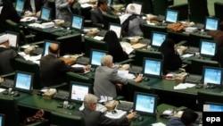 Під час засідання парламенту Ірану, Тегеран, 23 червня 2015 року