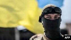 یک سرباز اوکراینی در نزدیکی دونتسک