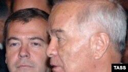 Дмитрий Медведев пен Ислам Каримов Душанбедегі саммитте. тамыз, 2008 жыл.