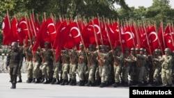 Турецкая армия отмечает свой День победы (30 августа) на Ипподроме в Анкаре