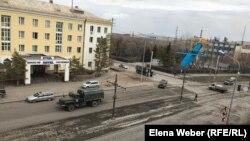 Специальные службы объявляют о введении чрезвычайного положения и блокировании города Темиртау, а также о необходимости строго соблюдать карантинный режим. 2 апреля 2020 года.