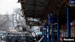 Донецкідегі артиллерия снаряды түскен аялдама. Украина, 11 ақпан 2015жыл.