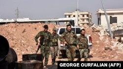 نیروهای دولتی سوریه در حال گشتزنی در روستای منیان