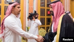 Наследный принц Мохаммед ибн Салман встречается с сыном убитого журналиста Салахом Хашогги