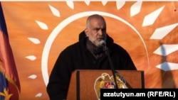 Րաֆֆի Հովհաննիսյանը Ազատության հրապարակում