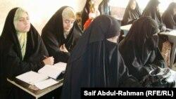 احدى مدارس محو الامية في الكوت(الارشيف)