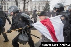 Bahinskaya gets hauled away by police in 2017.