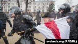 Дзень Волі ў Менску 25 сакавіка 2017 году.