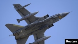 """Ұлыбританиялық """"Торнадо"""" әскери ұшағы Солтүстік Шотландиядағы базадан Ливияға ұшып шықты. 18 наурыз 2011 жыл."""