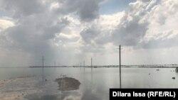 Наводнение в Мактааральском районе после прорыва дамбы Сардобинского водохранилища в Узбекистане, 2 мая 2020 года.