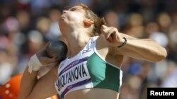 O'zbekistonlik yengil atletikachi Yelena Smolyanova yadro uloqtirish bellashuvida qatnashmoqda. Yelena saralash o'yinlaridan finalga chiqa olmadi. 6 avgust 2012, London.