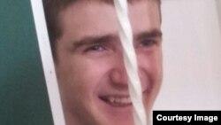 Когда 18-летний Мансур Эктумаев из станицы Ассиновская разговаривал с друзьями по телефону со сверстниками, ему и в голову не приходило, что отрывок разговора явится чуть ли не главной составляющей обвинения его в пособничестве терроризму