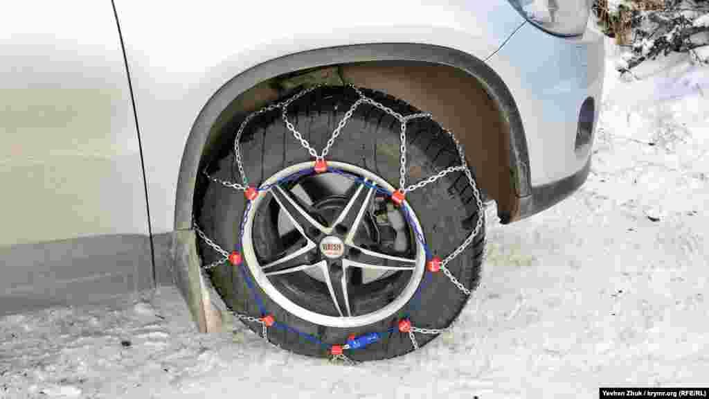 Найбільш просунуті водії наділи на колеса захисні ланцюги