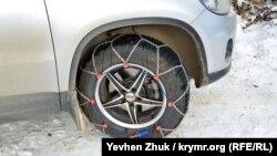Самые продвинутые автовладельцы надели на колеса цепи противоскольжения