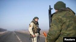 Сепаратисти на блокпості біля Донецька, 15 лютого 2015 року