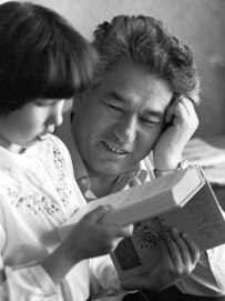 Aitmatov with his daughter, Shirin, in 1975