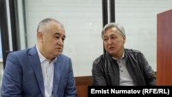 «Ата Мекен»партиясынын лидери Өмүрбек Текебаев менен мурдагы министр, экс-элчи Дүйшөнкул Чотоновдун сотто. 1-октябрь, 2019-жыл.