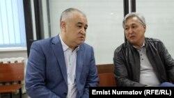 Өмүрбек Текебаев менен Дүйшөнкул Чотонов сот залында. 2019-жыл, 1-октябрь.