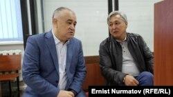 Омурбек Текебаев и Дуйшонкул Чотонов в зале суда. 2019 год.
