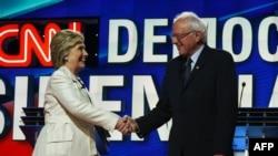 Сандерс ва Клинтон ҳангоми баҳсҳо. Моҳи апрели соли 2016