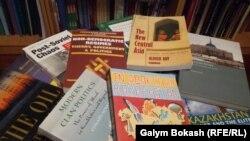 Қазақстан туралы Батыста жарияланған кітаптар. Көрнекі сурет