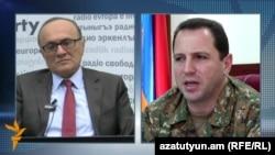 Первый заместитель министра обороны Армении Давид Тоноян дает интервью директору армянской службы Радио Свобода (Радио Азатутюн) Грайру Тамразяну, Ереван, 10 апреля 2016 г.