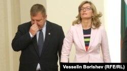 Вицепремиерът и лидер на ВМРО Красимир Каракачанов и външната министърка Екатерина Захариева