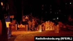 Падыходы да будынка СБУ пасьля ачысткі яго сілавікамі