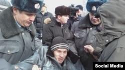 Блогера Вадима Тюменцева задерживают на акции протеста в Томске